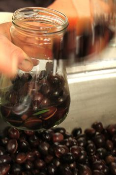 How to Cure your Own Olives in Brine: Greek Yiayia Style – The Culinary Linguist Marinated Vegetables, Marinated Olives, Olive Recipes, Greek Recipes, Olive Pickle Recipe, Pickled Olives, Olive Brine, Brine Recipe, Olive Oil And Vinegar