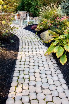 Backyard ideas. Traditional patio inspiration and landscape design.  Walkways and garden ideas.