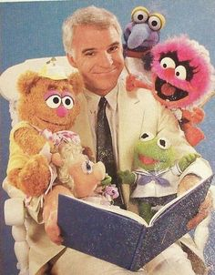 Steve Martin reads to the Muppet babies. Three of my favorite things in one picture! Baby Kermit is just adorable. The Muppets, The Muppet Show, Steve Martin, Jim Henson, Digimon, Muppet Babys, Elmo, Celebrities Reading, Fraggle Rock