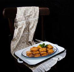 """La """"Leche frita"""" es un dulce tipico de la gastronomía española, sencillo en su elaboración aunque un poco laborioso, sin embargo, el resultado es tan bueno que merece la pena vencer cualquier reticencia inicial. Como podéis ver, es un dulce hecho con ingredientes corrientes que hay en cualquier casa y por tanto, no tenemos que …"""