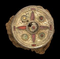 Garnet-inlaid disc brooch, found in Kent. Saxon, 7th century AD, made of gilded silver, with garnet on cross-hatched goldfoil and ?meerschaum.
