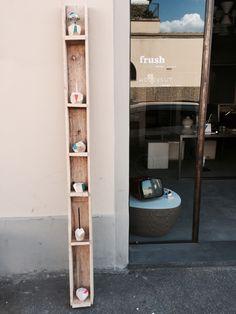 Espositori per la collezione Wood&cut, ricavati da bancali donatici dal vetraio :-)