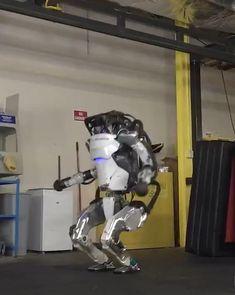 Tech Discover More Parkour Atlas Cool New Gadgets, Clever Gadgets, High Tech Gadgets, Mechanical Engineering Design, Robotics Engineering, Automotive Engineering, Electronic Engineering, Boston Dynamics, Wow Video