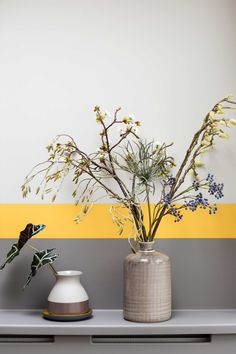 Living Room Decoration and Design Ideas - Ribbons & Stars Yellow Home Decor, Yellow Interior, Gray Painted Walls, Grey Walls, Room Colors, Wall Colors, Painting Stripes On Walls, Paint Stripes, Striped Walls