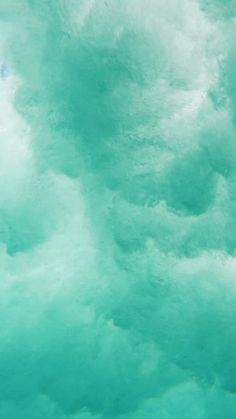 That feeling when the ocean takes hold of you while surfing. Ocean Wallpaper, Apple Wallpaper Iphone, Phone Screen Wallpaper, Beach Waves, Ocean Beach, Beautiful Beach Houses, Honolulu Oahu, Hawaii Surf, Ocean Themes