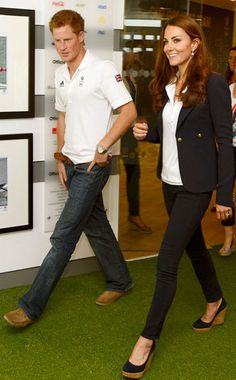 Kate Middleton Photos - Prince Harry and Catherine, Duchess of Cambridge visit athletes at Team GB House in the Westfield Centre on Day 13 of the London 2012 Olympic Games on August 2012 in London, England. - Olympics - Day 13 - Royals at the Olympics Kate Middleton Brother, Prince Harry Kate Middleton, Moda Kate Middleton, Prince Harry And Kate, Style Kate Middleton, Prince William Et Kate, Princesse Kate Middleton, Kate Middleton Photos, William Kate