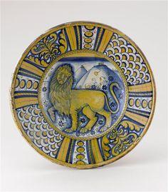 Musée d'Ecouen- Plat: lion marchant vers la gauche. ECL1600. 1° tiers 16°s. DERUTA (origine) Faïence HT 0.403. Largeur: 0.083 m.