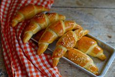 Egyszerű bögrés sós kifli | Rupáner-konyha Pastry Recipes, Bread Recipes, Cake Recipes, Dessert Recipes, Desserts, Crescent Rolls, Ciabatta, Pretzel Bites, Baked Goods