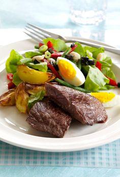 Steaks med stegte kartofler og bønnesalat En hurtig og nem ret fra Familie Journals Slankeklub