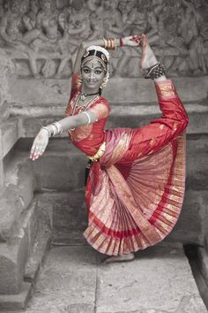 Young Indian Dancer, India Jay Seldin Amazing Dance Photography, Dancer Photography, Dancing Drawings, Indian Classical Dance, Folk Dance, Dance Poses, Silhouette Art, Hindu Art, Dance Pictures
