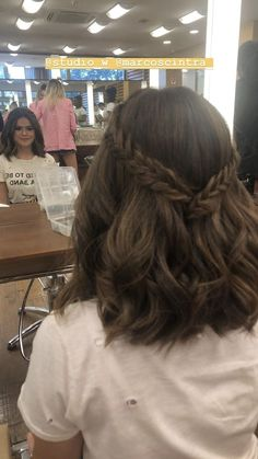 Super Quick and Easy Hairstyles for 2019 29 - Super Quick and Easy Hair. - Lea Schmitt - Super Quick and Easy Hairstyles for 2019 29 - Super Quick and Easy Hair. Super Quick and Easy Hairstyles for 2019 29 - Super Quick and Easy Hairstyles for 2019 Prom Hairstyles For Short Hair, Lob Hairstyle, Girl Short Hair, Hairstyle Ideas, Hairstyles For Graduation, Prom Hair Medium, Simple Homecoming Hairstyles, Wedding Hairstyles, Lob Haircut