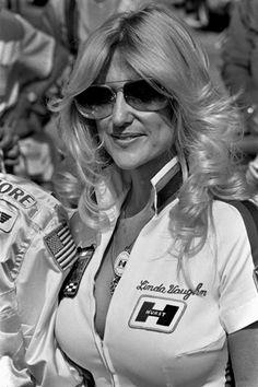 The second Miss Hurst Golden Shifter, Linda Vaughn will always be Miss Hurst Golden Shifter. Read the interview at Car and Driver. Car Show Girls, Car Girls, Linda Vaughn, Nhra Drag Racing, Auto Racing, Grid Girls, Drag Cars, Vintage Racing, Sport