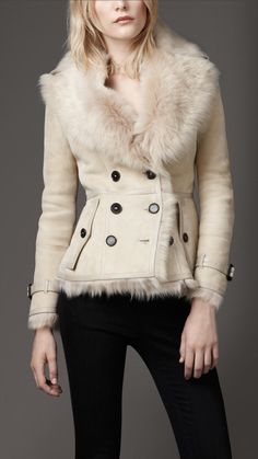 Burberry at Luxury & Vintage Madrid , the best online selection of Luxury Clothing , Accessories , New or Pre-loved with up to discount Trendy Outfits, Trendy Fashion, Winter Fashion, Luxury Fashion, Womens Fashion, Fashion Trends, Shearling Jacket, Leather Jacket, Long Fur Coat