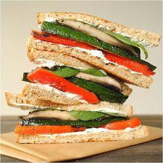 """Με Κρις Κρις """"Φέτες Ζωής"""" Ολικής Άλεσης και ψητά λαχανικά, η ζυγαριά γέρνει προς όφελός σου! #nutrition #psomi"""