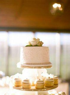 Gold detailed cake