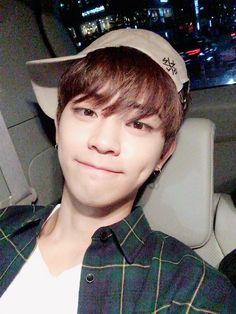 Ooon Halo, Halo 3, Korea Boy, Kpop Boy, Boy Groups, Guys, Milk Box, Produce 101, Rock