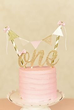 One Cake Topper, First birthday cake topper, ONE Smash Cake Set (Cake Topper and banner) Blush and gold cake topper, smash cake topper - kit papelaria - first birthday cake-Erster Geburtstagskuchen 1st Birthday Cake For Girls, First Birthday Cake Topper, Pink Birthday Cakes, Gold First Birthday, 1st Birthday Parties, Birthday Celebration, Simple Birthday Cakes, One Year Birthday Cake, Simple First Birthday