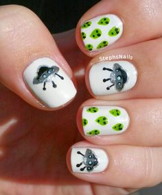 StephsNails: Alien and SpaceShip nail art @StephsNails