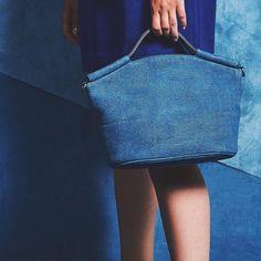 950 отметок «Нравится», 5 комментариев — ECCO (@eccoshoes) в Instagram: «Indigo dreams. The doctor's bag, reinvented in True Indigo. It's like being somewhere magical…»