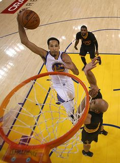 Shaun Livingston Shocks Crowd With Epic Slam Dunk In Game 5 Of NBA Finals — Watch