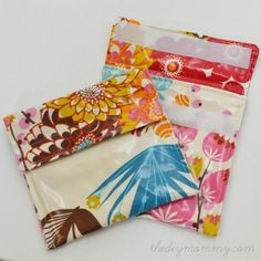 Sewing Bags Project Sew an Easy Reusable Snack Bag in 15 Minutes! Diy Sewing Projects, Diy Projects To Try, Sewing Hacks, Sewing Crafts, Sewing Ideas, Sewing Tips, Reusable Sandwich Bags, Reusable Bags, Snack Bags