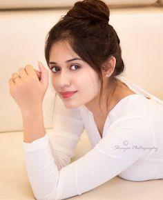 Stylish Girls Photos, Stylish Girl Pic, Beautiful Girl Photo, Cute Girl Photo, Beautiful Bollywood Actress, Most Beautiful Indian Actress, Cute Girl Poses, Girl Photo Poses, Bollywood Girls