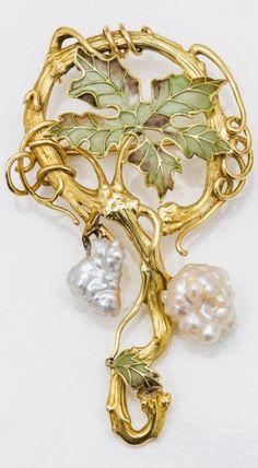 An Art Nouveau gold, translucent enamel and baroque pearl brooch, circa 1900. Length 7cm. #ArtNouveau #brooch