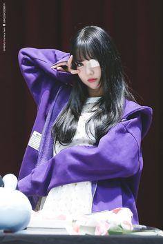"""트위터의 정듀오👭 님: """"180513 목동 팬싸인회 #은하 #EUNHA #여자친구 #GFRIEND @GFRDofficial… """" Extended Play, South Korean Girls, Korean Girl Groups, Jung Eun Bi, G Friend, Music Photo, Kpop Outfits, Poses, Kawaii Girl"""