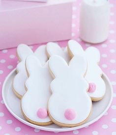 Easy Easter Cookies For Kids: The Best decorated Easter cookies recipes. Are you after bunny shaped Easter cookies ideas? If so, you have to try these simple Easter cookies with royal icing, chocolate and more. Sugar Cookie Recipe With Royal Icing, Royal Icing Cookies, Easter Cupcakes, Easter Cookies, Flower Cupcakes, Christmas Cupcakes, Photo Cupcake, Easter Cookie Recipes, Easter Desserts