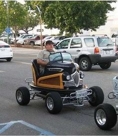 Old bumper car mounted on a go kart chassis. Weird Cars, Cool Cars, Crazy Cars, Strange Cars, Us Cars, Sport Cars, Rat Rods, Motos Harley Davidson, Pedal Cars