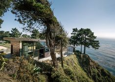 Big Sur's Cliffside 'Fall House'