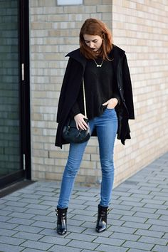 Outfit: Sweater Weather with bold lips #fashionblogger #fashion #outfitinspiration