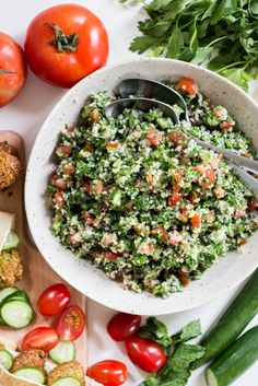 This Lebanese Tabbouleh recipe is featured in the Middle Eastern feed along with many more. Lebanese Recipes, Greek Recipes, Syrian Recipes, Vegetarian Recipes, Cooking Recipes, Healthy Recipes, Vegan Vegetarian, Tabouleh Salat, Lebanese Tabbouleh