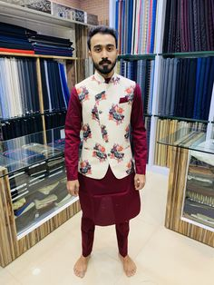 Complete Ultimate Agbada Styles That Will Make You Look Cool Mens Indian Wear, Mens Ethnic Wear, Indian Groom Wear, Indian Men Fashion, Mens Fashion Wear, Wedding Kurta For Men, Wedding Dresses Men Indian, Wedding Dress Men, Kurta Pajama Men
