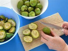 Zelené ořechy v tzv. mléčné zralosti (tedy ještě měkké) omyjte, osušte a každý... Alcoholic Drinks, Beverages, Thing 1, Kimchi, Smoothie, Grilling, Spices, Food And Drink, Homemade