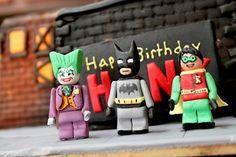 Sugar lego characters, actual size!  #batmancake