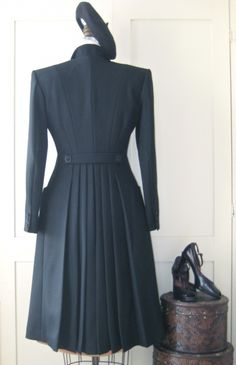 gorgeous 1940's pleated coat from Sew Vera Venus (still have that grey wool waiting to be made into a coat ...)
