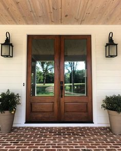 62 Ideas for double front door planters Country Front Door, Double Front Entry Doors, Double Doors Exterior, Wood Front Doors, Front Door Entrance, Glass Front Door, House Entrance, Front Porch, Patio Doors