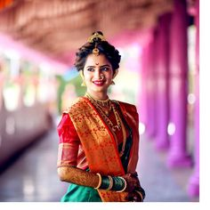 Elegance is not being noticed. It's about being Remembered. Indian Wedding Bride, Indian Wedding Outfits, South Indian Bride, Bridal Outfits, Indian Bridal Photos, Indian Bridal Fashion, Indian Photoshoot, Bridal Photoshoot, Marathi Bride