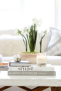 Spring Coffee Table Styling with a DIY Bulb Arrangement via @modernglamhome