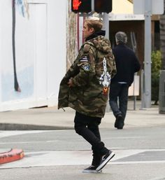 Jan 9th: Justin spotted in Berverly Hills