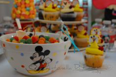 Sweet and cupcakes Mickey Mouse party http://antonelladipietro.com.ar/blog/2012/07/cumple-de-calder-hijo-de-jimena-cyrulnik/