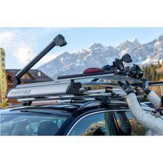 Suport auto schiuri si placa pentru bare transversale Menabo Yelo, fabricat sa transporte pana la 6 perechi de schiuri cu betele aferente sau pana la 4 placi de snowboard.