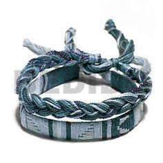 Fait main Paire De Macramé Ajustable Plat Et Tressé Dans Des Tons Vert Mousse Bracelets En Macramé.