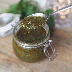 Har du prøvd denne sausen til biff? Chutney, Chimichurri, Dressing Recipe, Sugar And Spice, Vinaigrette, I Love Food, Pesto, Nom Nom, Spices