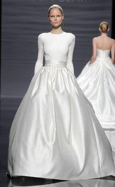 Love this! Rosa Clara wedding dress 2014 bridal Colombia Dresses, and Fashion, Gown, Clara, Rosa Clara Wedding Dresses, Wedding Dresses 2014, Wedding Attire, Wedding Gowns, Modest Wedding, Chic Wedding, Trendy Wedding, Spring Wedding, Long Sleeve Wedding