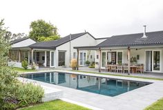 A large tumbledown Constantia home gets transformed into an entertainer's dream