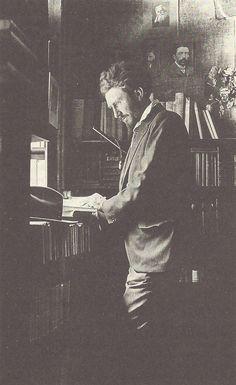 Erza Pound à la librairie Shakespeare & Company, Paris, années 1920