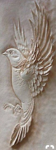 Dremel Wood Carving, Wood Carving Art, Stone Carving, Whittling Wood, Plaster Art, Chip Carving, Wood Carving Patterns, Ceramic Birds, Clay Ornaments