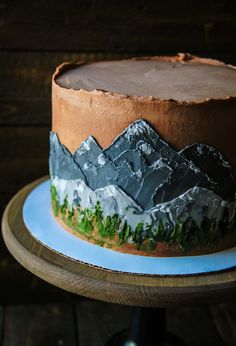 Cakes with mountains, rustic chocolate cakes, mountain scene on cake, forest cake, woodland cake Pretty Cakes, Cute Cakes, Chocolate Mountains, Just Desserts, Dessert Recipes, Mountain Cake, High Altitude Baking, Bolo Cake, Bon Dessert